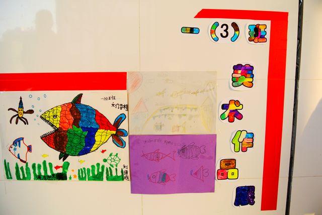 本次展览共展出了一年级四个班级164名学生优秀作品.