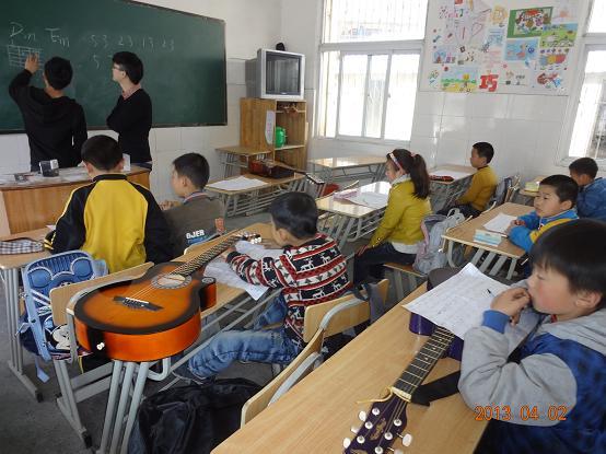 包括4个乐器类社团,有春雨葫芦丝社团,吉他社团,古筝社团,架子鼓社团