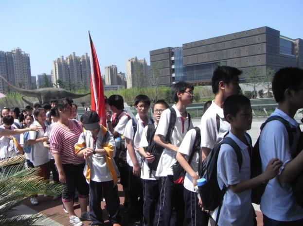 学生先后参观了科学岛现代科技馆,安徽省地质博物馆和渡江战役纪念馆.