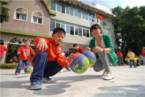 宿州路幼儿园开展迎国庆早操表演活动——勤锻炼身体好 大家都来做