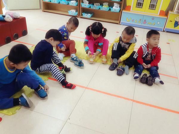 中心--安幼:我会自己穿鞋