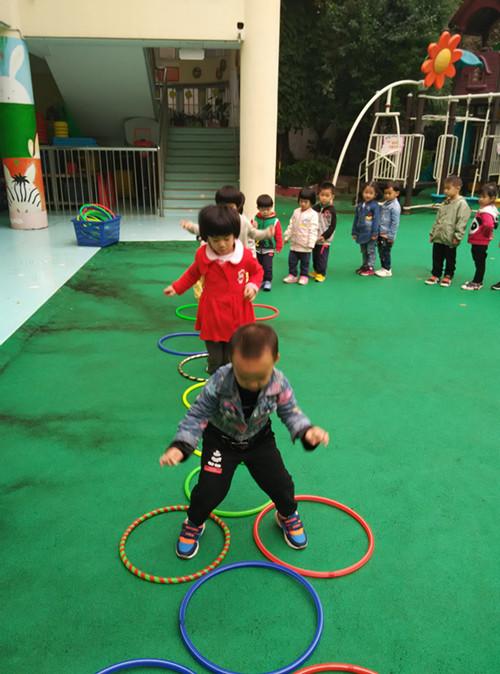 首页 新闻中心 校园快讯 幼儿园新闻     安庆路幼儿园小四班的教师