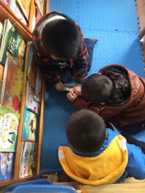 幼儿园修补图书步骤图 卡通