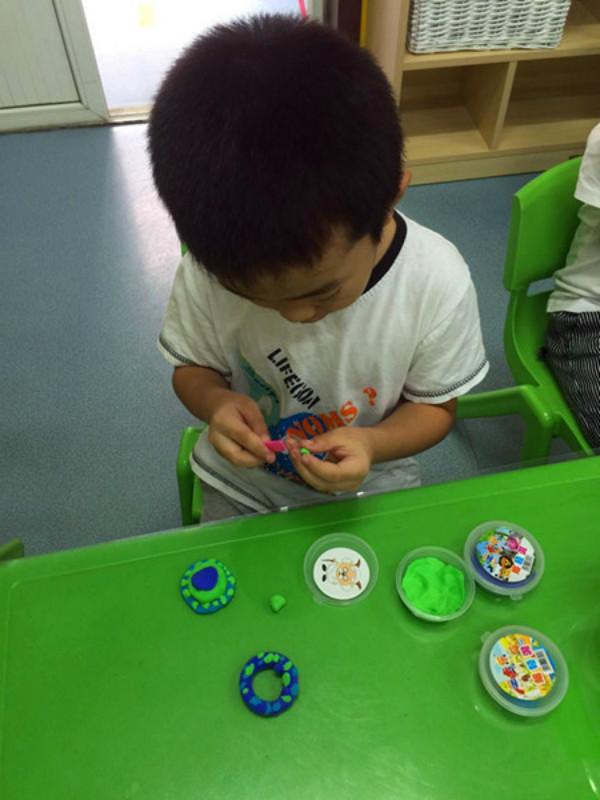幼儿园手工制作桌球方法