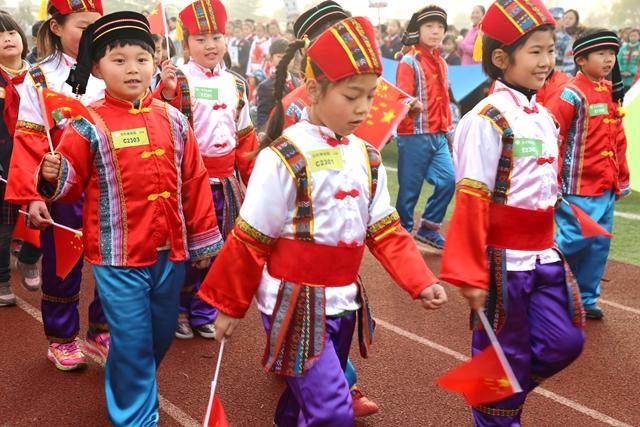 五一娃玩转民族风 共筑伟大中国梦
