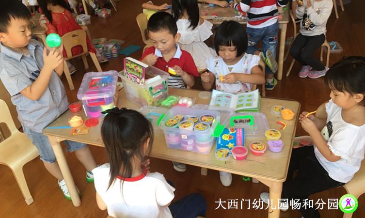 环境创设是幼儿园的一门隐性课程,为了让幼儿生活在舒适而富有教育