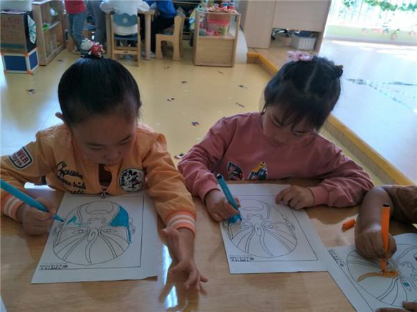 首页 新闻中心 校园快讯 幼儿园新闻  京剧脸谱,是一种具有中国文化
