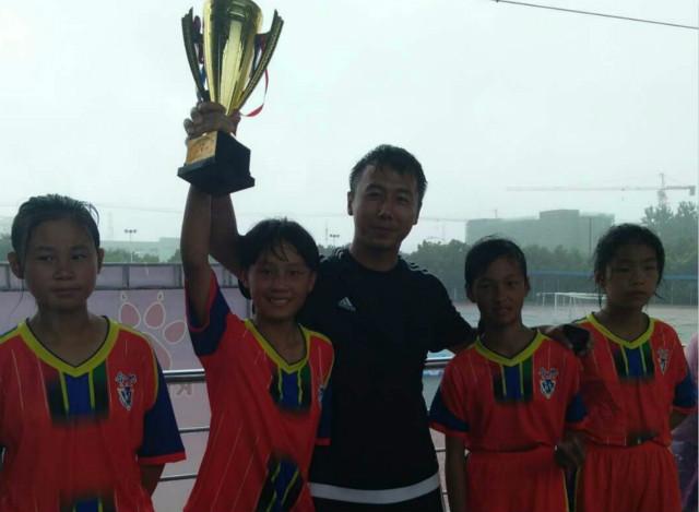 五一小学女足姑娘入选合肥市队捧回安徽省校园足球冠军杯