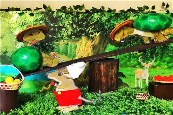 首先,我们来到了以恐龙为主题的大班,在结合三楼大环境原始森林的图片
