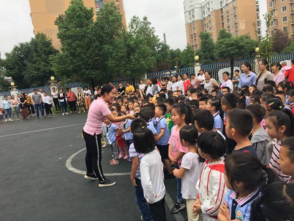 首页 新闻中心 校园快讯 幼儿园新闻  通过此次升旗仪式,教师通过宣讲